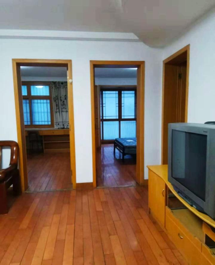 风华园三室两厅暖气房