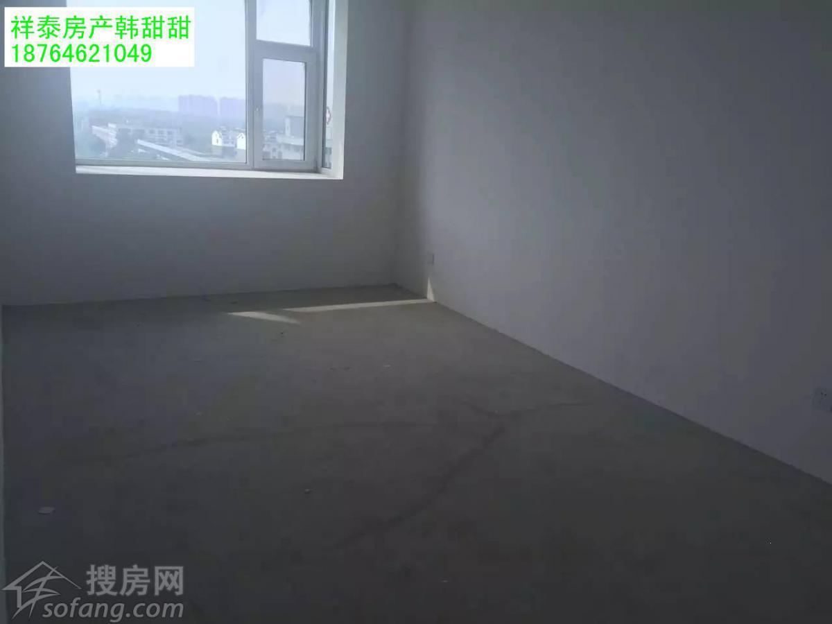 实验小学近工程顶账房3240/平方,标准三室