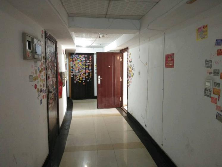 现代城电梯房出租