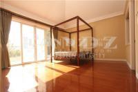 客厅挑高6.5米,U型明亮厨房,主卧带南向露台,可随时看原房3