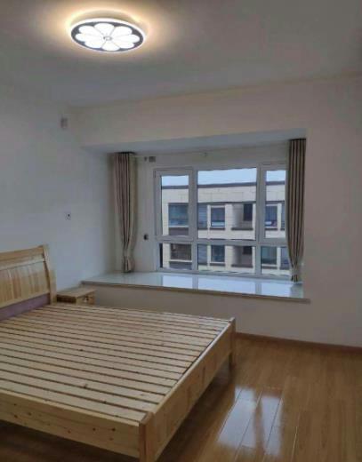 京汉君庭 家具家电齐全,拎包入住,采光极好,交通便利。