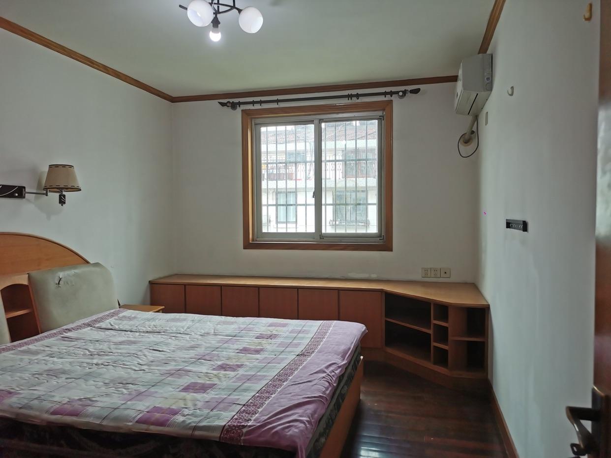 翠东苑 5室2厅2卫 153万元