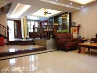 御峰花园 5500元 4室3厅3卫 精装修,环境幽静,居住舒适!